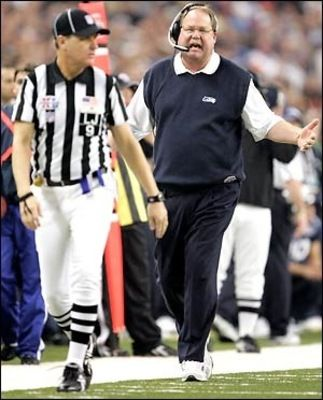 Mike Holmgren trying to give a side judge in Super Bowl XL a piece of his mind